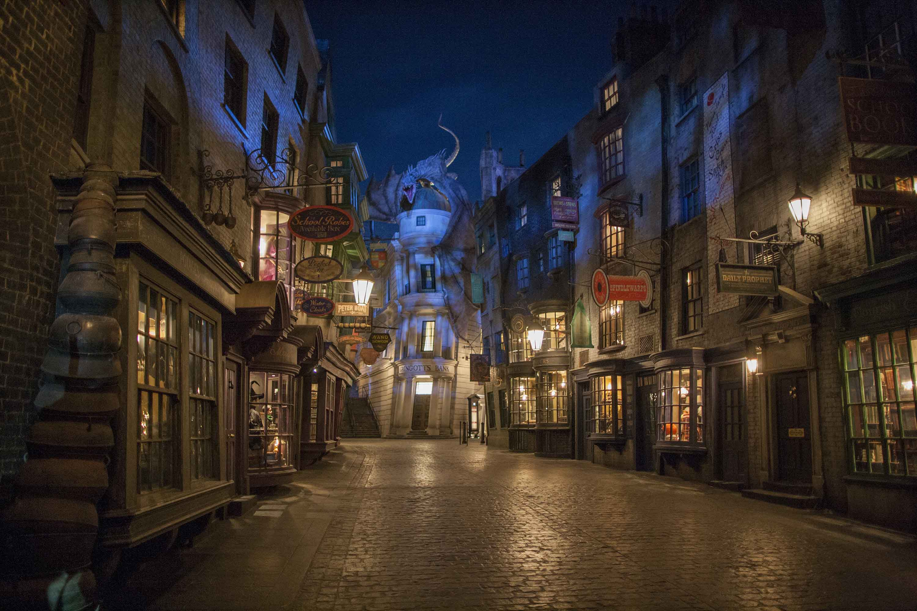 Diagon-Alley_1_LR