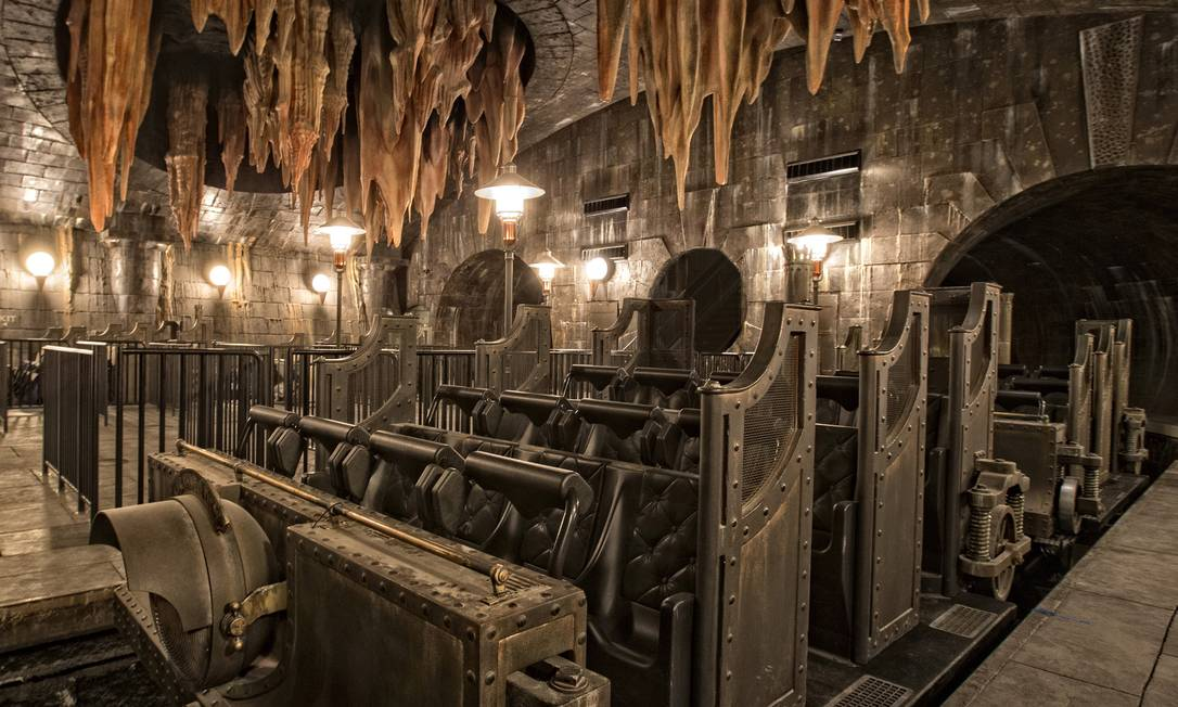 -resources-digitalassets-HP-and-the-Escape-from-Gringotts-2